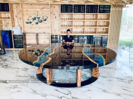 Bàn tròn epoxy gỗ me tây đường kính lớn 300cm