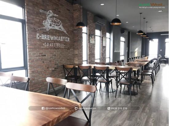 Bàn ghế nhà hàng Beer Club gỗ me tây nguyên tấm